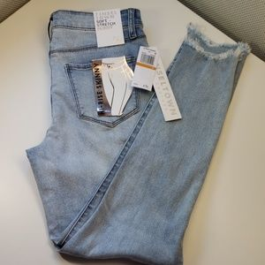 3/$50 - *NEW* Cropped High-rise Skinny Jeans